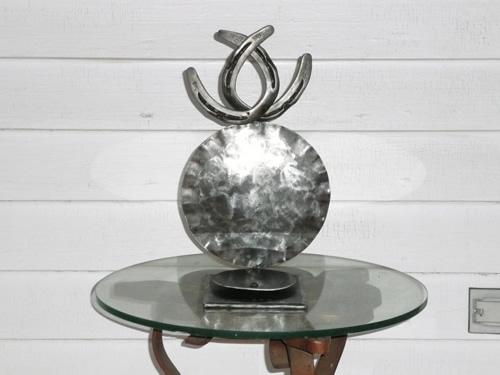 horseshoe-memorial-sculpture